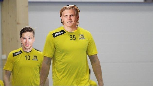 Mikko Kohonen ja Kim Nilsson kävivät jo Knightsin treeneissä. Kuvan perusteell Nilssonilla tullut punttisali tutuksi Sveitsissä.